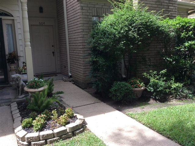 2 Bedrooms, Memorial Place Townhome Rental in Houston for $1,400 - Photo 1