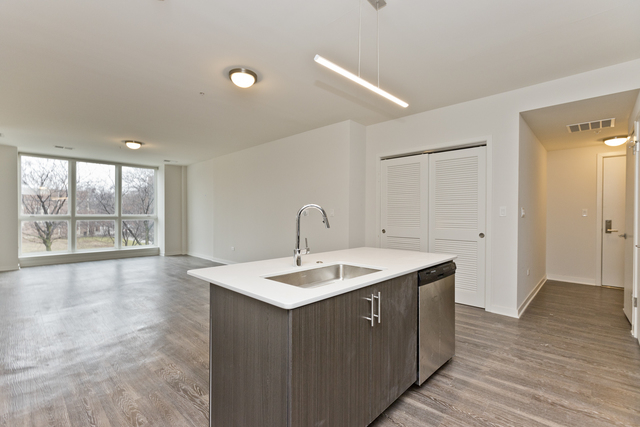 2 Bedrooms, Old Town Rental in Chicago, IL for $3,725 - Photo 2