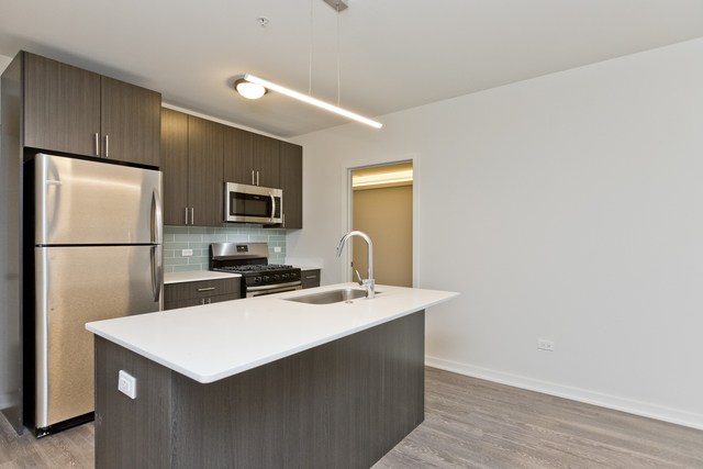 2 Bedrooms, Old Town Rental in Chicago, IL for $3,720 - Photo 2