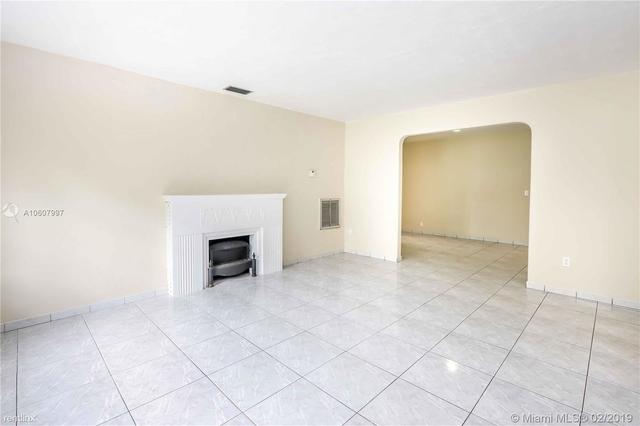 3 Bedrooms, Glen Gables Rental in Miami, FL for $2,500 - Photo 2