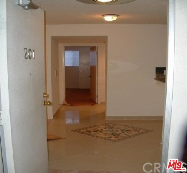 2 Bedrooms, Brentwood Rental in Los Angeles, CA for $3,926 - Photo 2