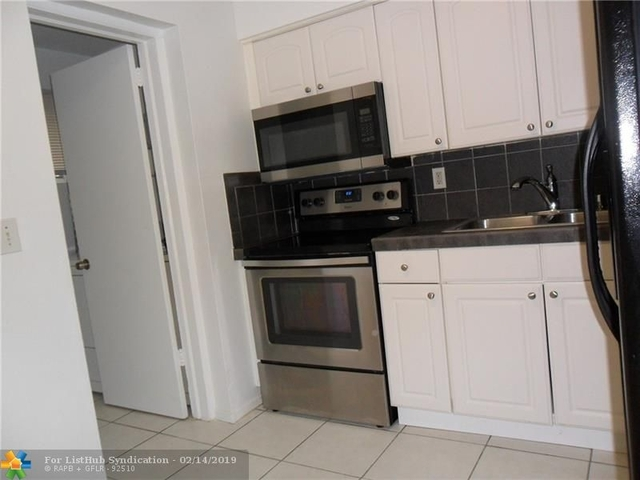 2 Bedrooms, Oakland Park Rental in Miami, FL for $1,550 - Photo 2