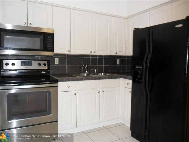 2 Bedrooms, Oakland Park Rental in Miami, FL for $1,550 - Photo 1