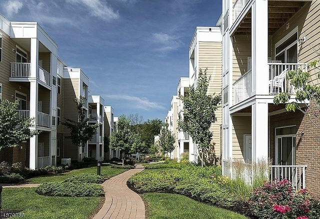 2 Bedrooms, Bridgewater Rental in  for $2,000 - Photo 2