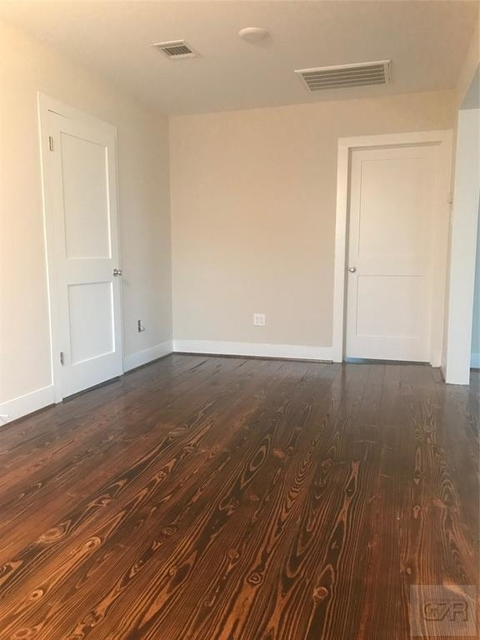 2 Bedrooms, Downtown Galveston Rental in Houston for $1,000 - Photo 2