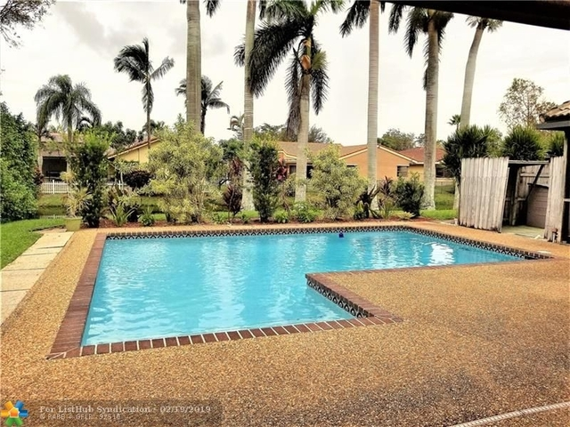 4 Bedrooms, Butler Farms Rental in Miami, FL for $2,850 - Photo 2
