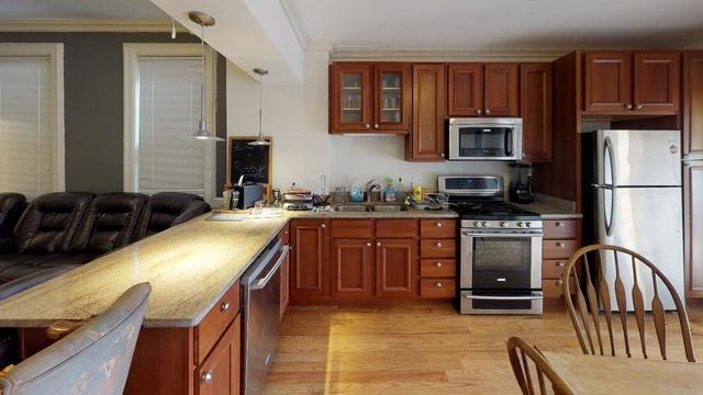 3 Bedrooms, Sheffield Rental in Chicago, IL for $3,150 - Photo 2