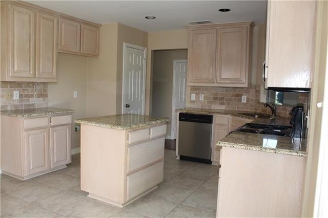 3 Bedrooms, Preston Lakes Rental in Dallas for $1,825 - Photo 2