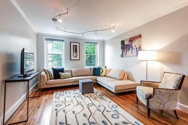 2 Bedrooms, Cleveland Circle Rental in Boston, MA for $2,650 - Photo 1