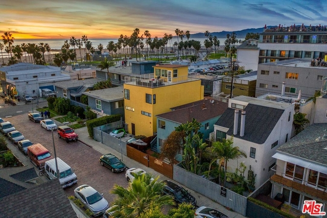 3 Bedrooms, Venice Beach Rental in Los Angeles, CA for $11,500 - Photo 2