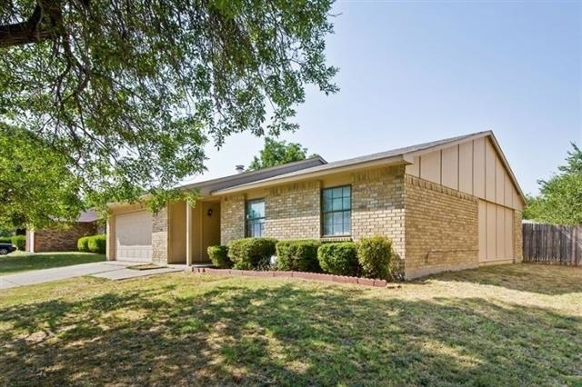 3 Bedrooms, Woods-Sugarberry Rental in Dallas for $1,325 - Photo 2