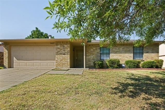 3 Bedrooms, Woods-Sugarberry Rental in Dallas for $1,325 - Photo 1