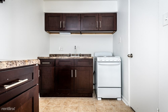 1 Bedroom, South Chicago Rental in Chicago, IL for $655 - Photo 2