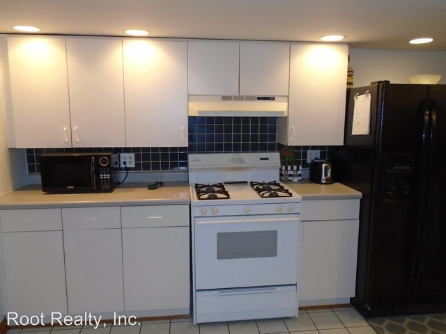 2 Bedrooms, Roscoe Village Rental in Chicago, IL for $1,275 - Photo 2