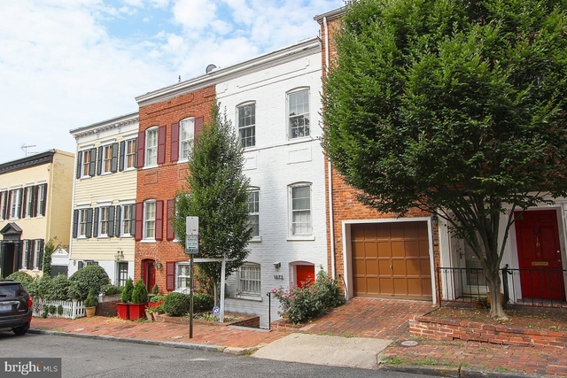 3 Bedrooms, East Village Rental in Washington, DC for $5,300 - Photo 2