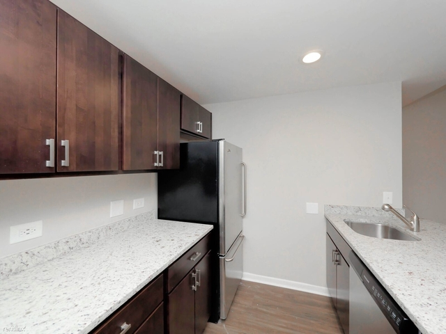 2 Bedrooms, Old Town Rental in Chicago, IL for $2,625 - Photo 2
