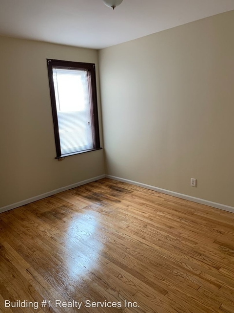3 Bedrooms, Park Manor Rental in Chicago, IL for $1,175 - Photo 2