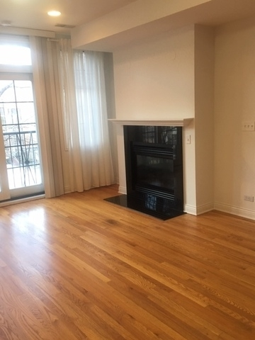 2 Bedrooms, Old Town Rental in Chicago, IL for $2,900 - Photo 2