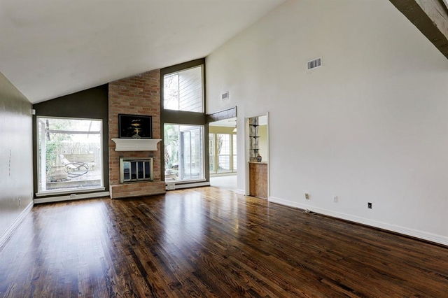 3 Bedrooms, Ashford Village Rental in Houston for $1,799 - Photo 2