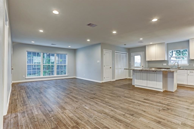 3 Bedrooms, Oak Manor Rental in Houston for $1,850 - Photo 2