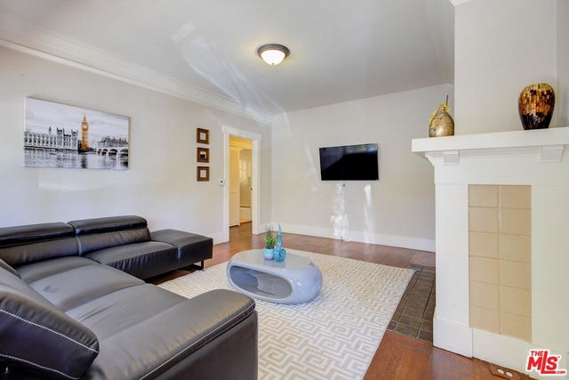 2 Bedrooms, Hollywood Hills West Rental in Los Angeles, CA for $3,500 - Photo 1
