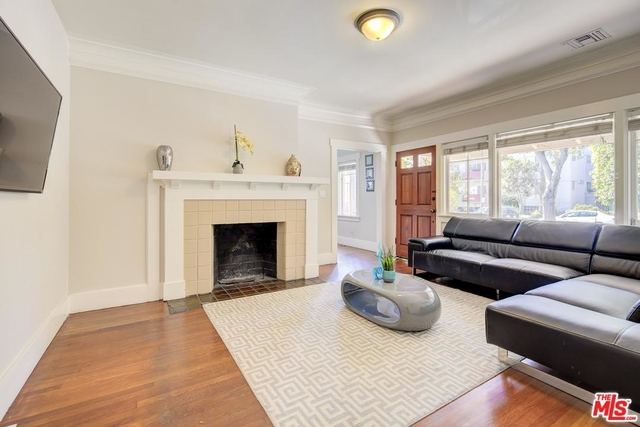 2 Bedrooms, Hollywood Hills West Rental in Los Angeles, CA for $3,500 - Photo 2