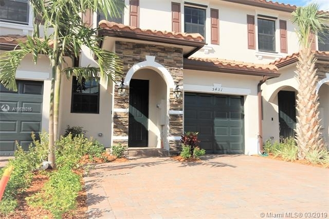 3 Bedrooms, Holiday Springs East Rental in Miami, FL for $2,400 - Photo 2