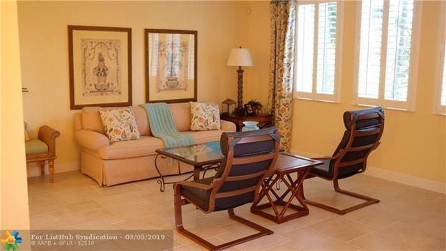 3 Bedrooms, Sawgrass Lakes Rental in Miami, FL for $2,475 - Photo 2