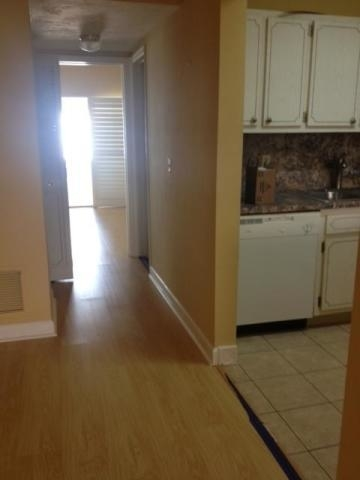 1 Bedroom, Murry Hills Condominiums Rental in Miami, FL for $750 - Photo 2