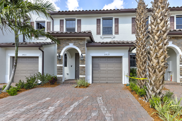 3 Bedrooms, Holiday Springs East Rental in Miami, FL for $2,475 - Photo 1