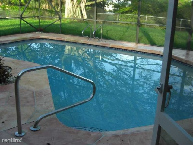 4 Bedrooms, Forest Hills Rental in Miami, FL for $2,790 - Photo 1