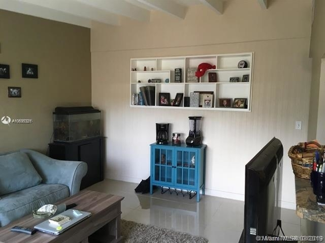 1 Bedroom, Victoria Park Rental in Miami, FL for $1,250 - Photo 2