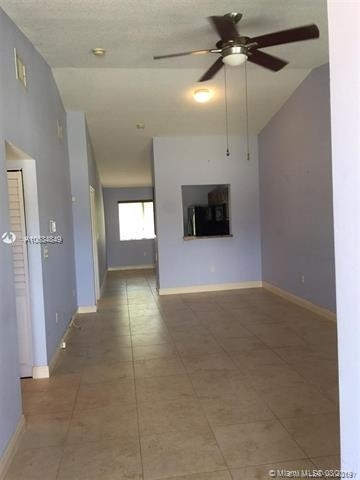 2 Bedrooms, Emerald Isles Rental in Miami, FL for $1,450 - Photo 2