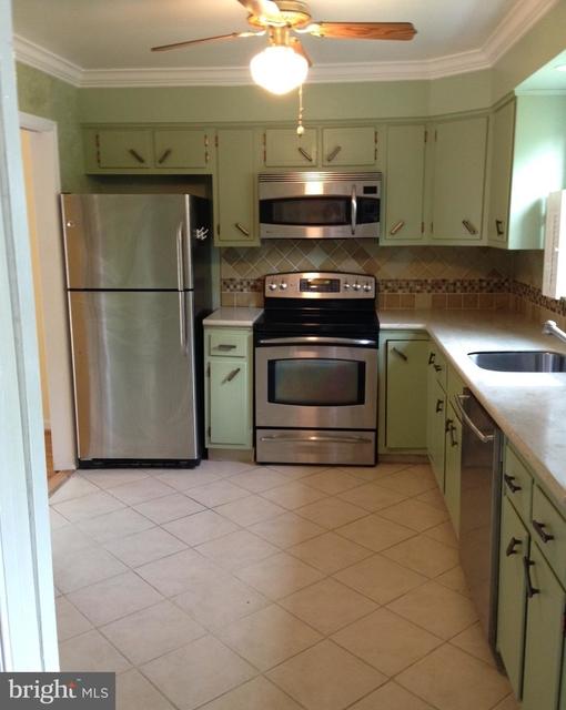 3 Bedrooms, Westridge of Alexandria Rental in Washington, DC for $2,350 - Photo 2