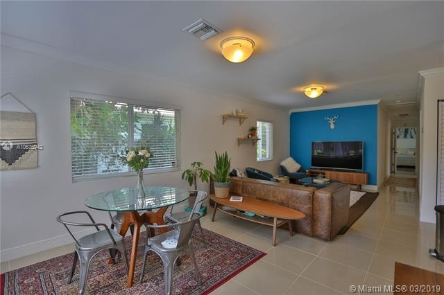 4 Bedrooms, Southwest Coconut Grove Rental in Miami, FL for $2,700 - Photo 2