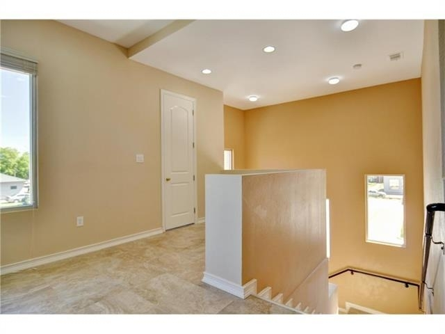 2 Bedrooms, Tarrant County Rental in Dallas for $1,675 - Photo 2