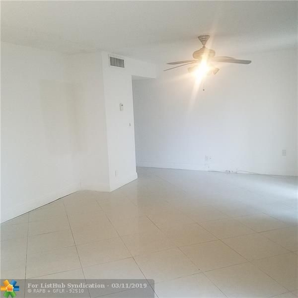 2 Bedrooms, Forest Hills Rental in Miami, FL for $1,200 - Photo 2