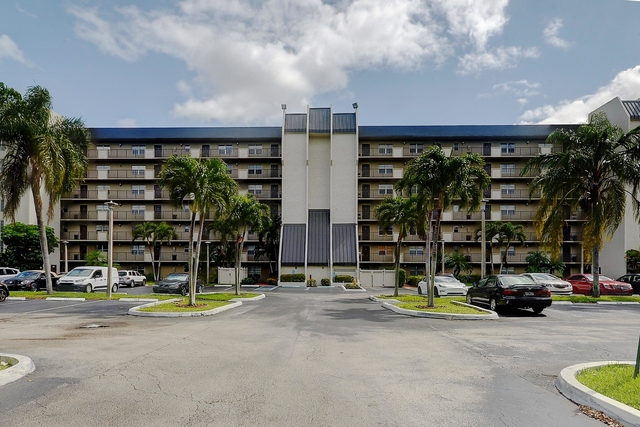 2 Bedrooms, Rolling Hills Golf & Tennis Club Rental in Miami, FL for $1,595 - Photo 1