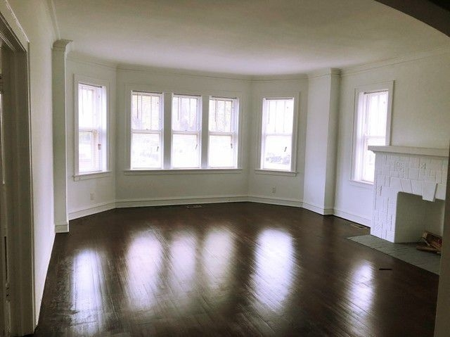 1 Bedroom, South Chicago Rental in Chicago, IL for $900 - Photo 2