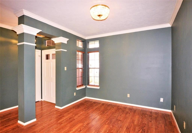 3 Bedrooms, Bay Glen Rental in Houston for $1,800 - Photo 2