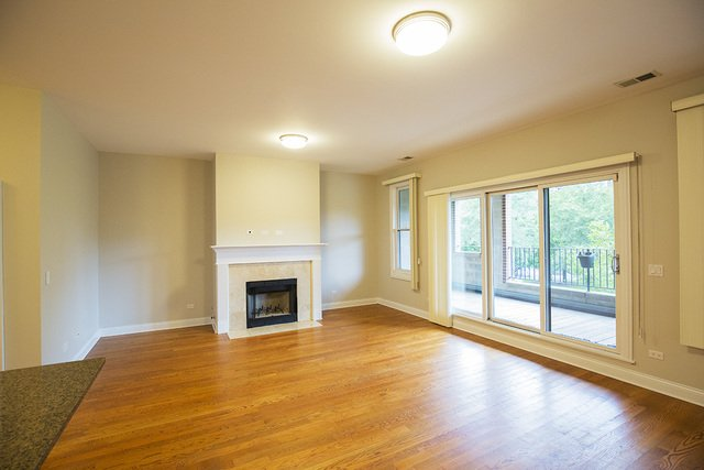 2 Bedrooms, The Gap Rental in Chicago, IL for $1,900 - Photo 2