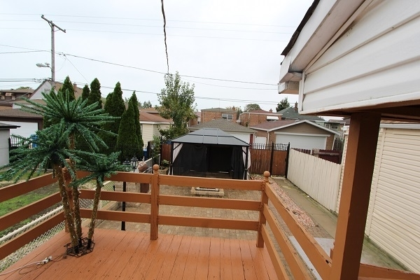3 Bedrooms, East Side Rental in Chicago, IL for $1,200 - Photo 2