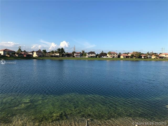 4 Bedrooms, Four Lakes Rental in Miami, FL for $2,800 - Photo 1