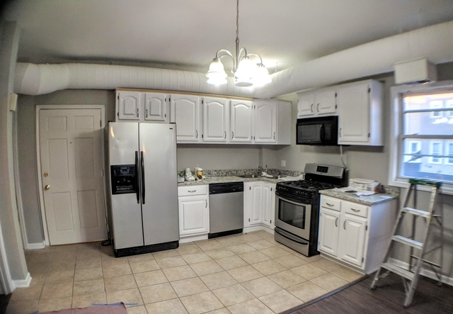 4 Bedrooms, Roscoe Village Rental in Chicago, IL for $2,900 - Photo 2