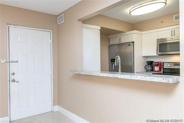 2 Bedrooms, St. Andrews at Miramar Rental in Miami, FL for $1,550 - Photo 2