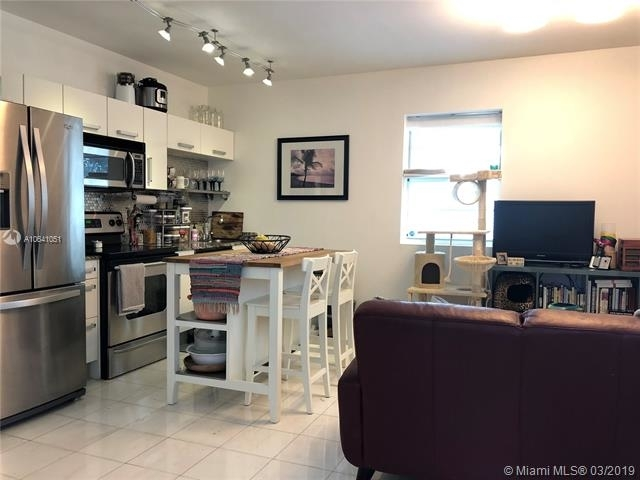 2 Bedrooms, South Pointe Rental in Miami, FL for $2,200 - Photo 2