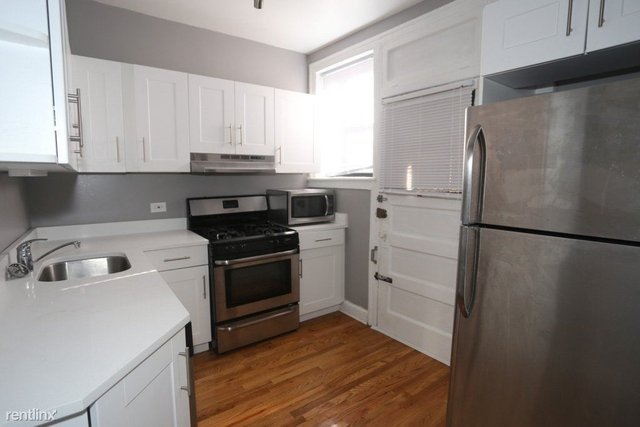 3 Bedrooms, Lake View East Rental in Chicago, IL for $2,247 - Photo 2