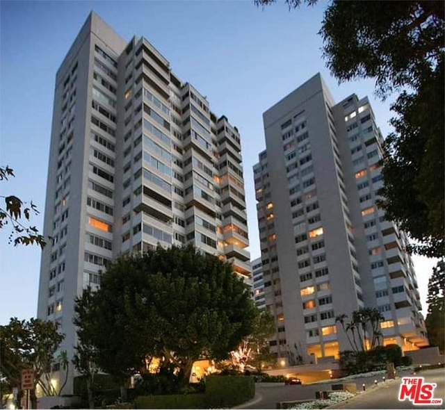 2 Bedrooms, Holmby Hills Rental in Los Angeles, CA for $5,450 - Photo 1