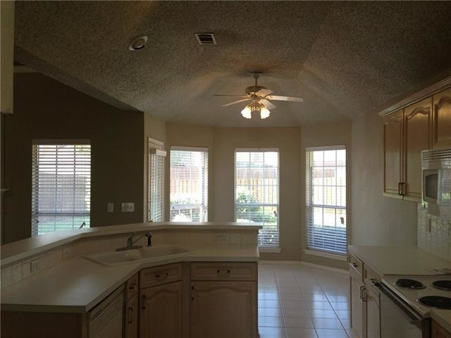 3 Bedrooms, Preston Lakes Rental in Dallas for $1,795 - Photo 2
