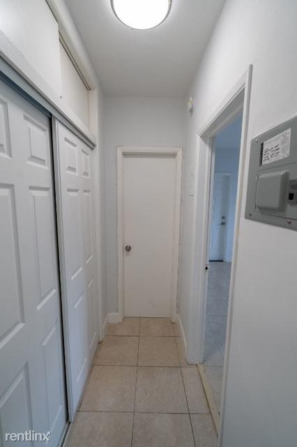 1 Bedroom, Altos Del Mar South Rental in Miami, FL for $1,375 - Photo 2